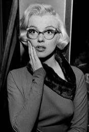 marilyn monroe, singing, success, secretary, receptionist